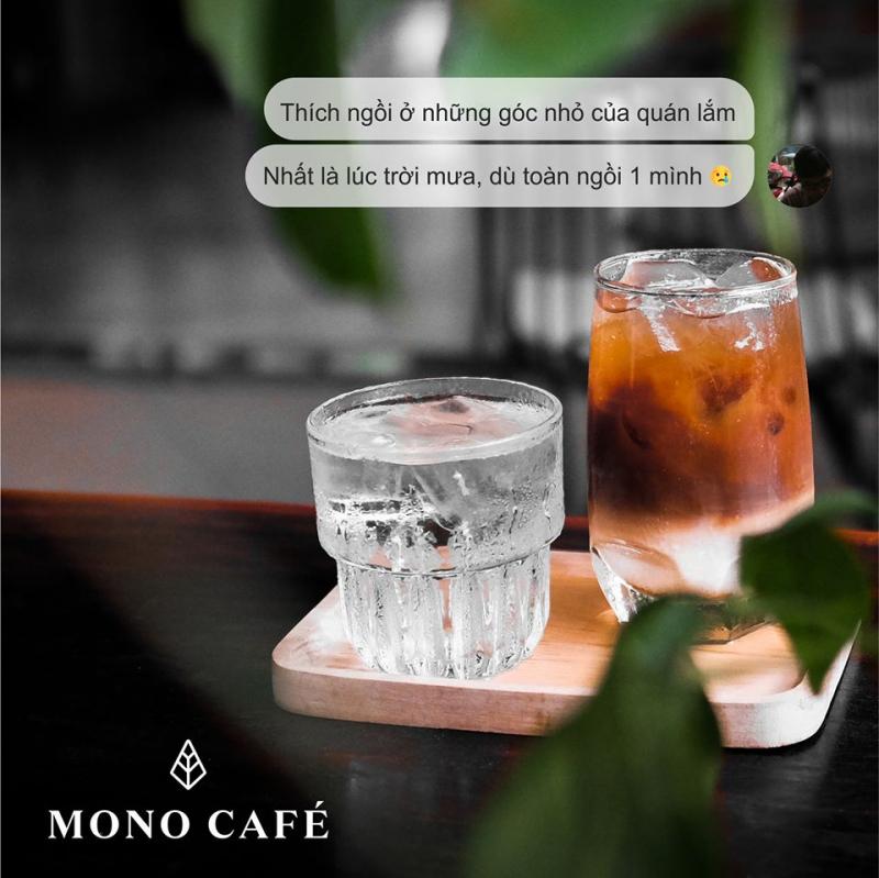 Mono Cafe chia thành nhiều khu vực trong đó khu vực tầng trệt và tầng lửng mang hơi hướng hiện đại, thích hợp cho các bạn thích không gian yên tĩnh để đọc sách, học tập và làm việc