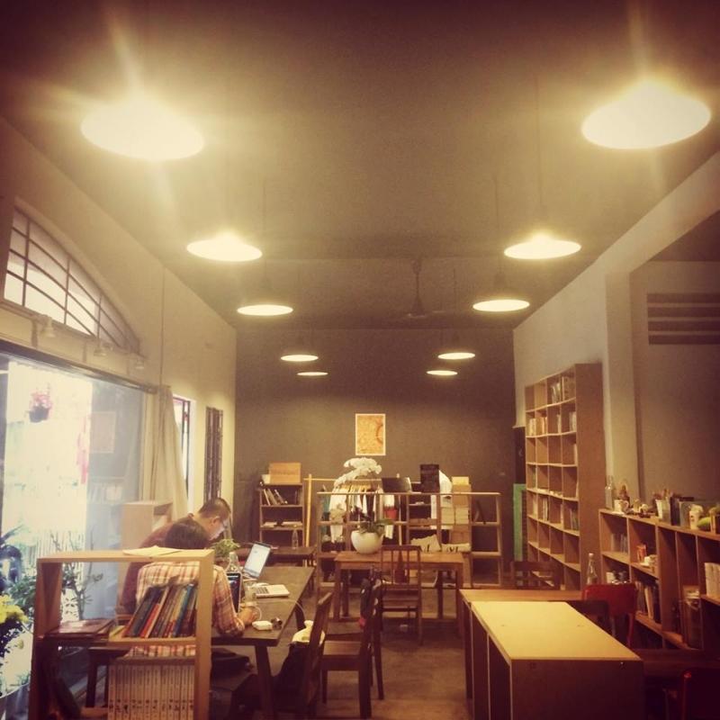 Monologues – Cafe Sách