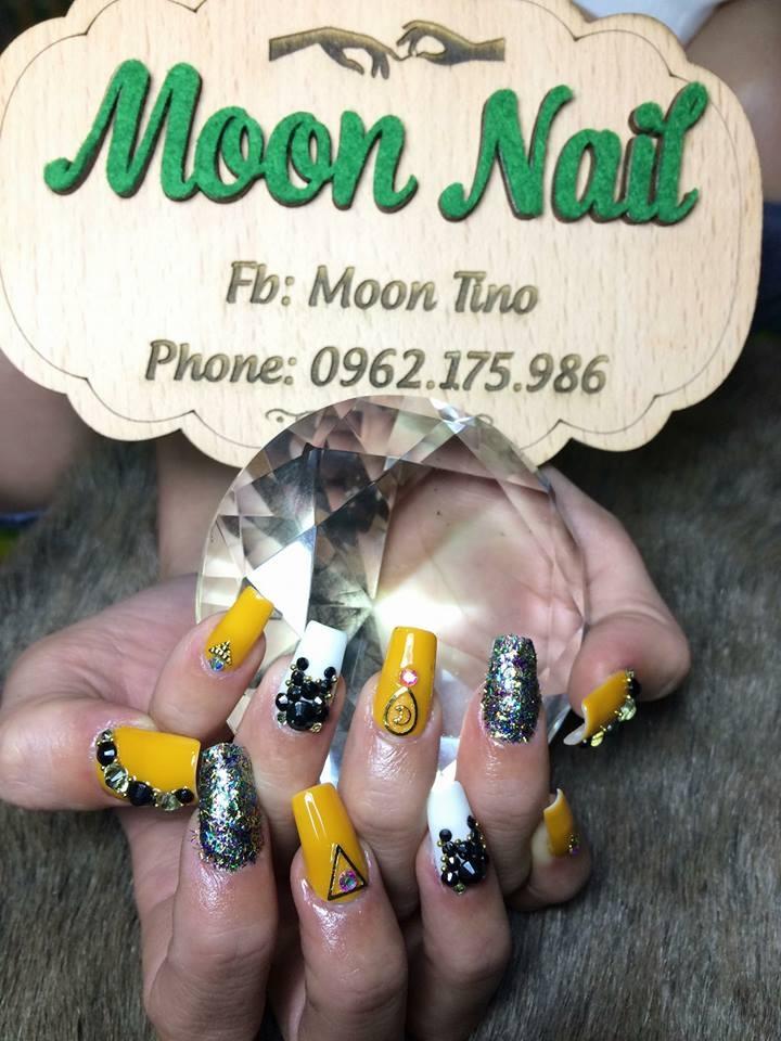 Moon Nail
