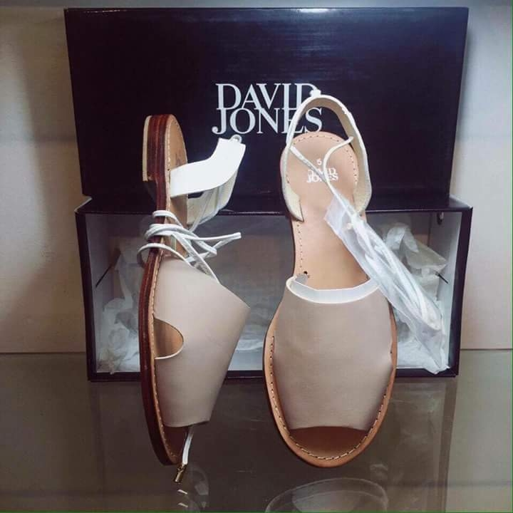 Bạn có thích một đôi sandal độc đáo như thế này không?