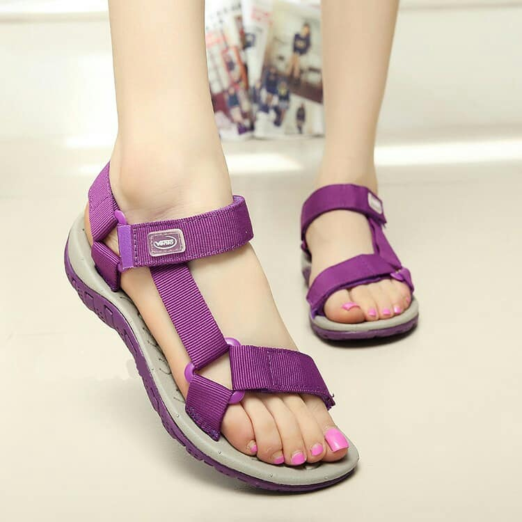Giày dép sandal vento được sản xuất trên thiết bị và kỹ thuật công nghệ cao thiết kế đơn giản quai ngang chéo ôm chân