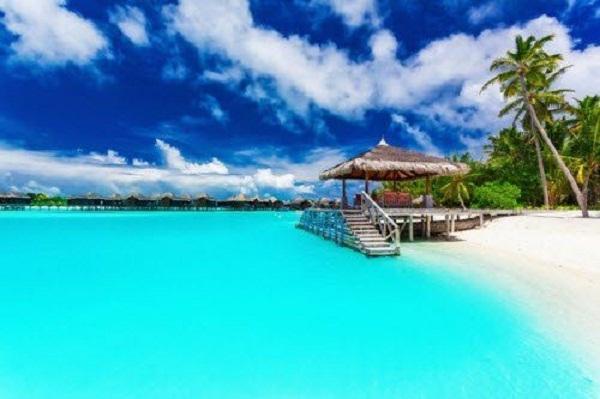 Đảo Moorea được bao quanh bởi hồ nước có màu xanh nhạt tuyệt đẹp