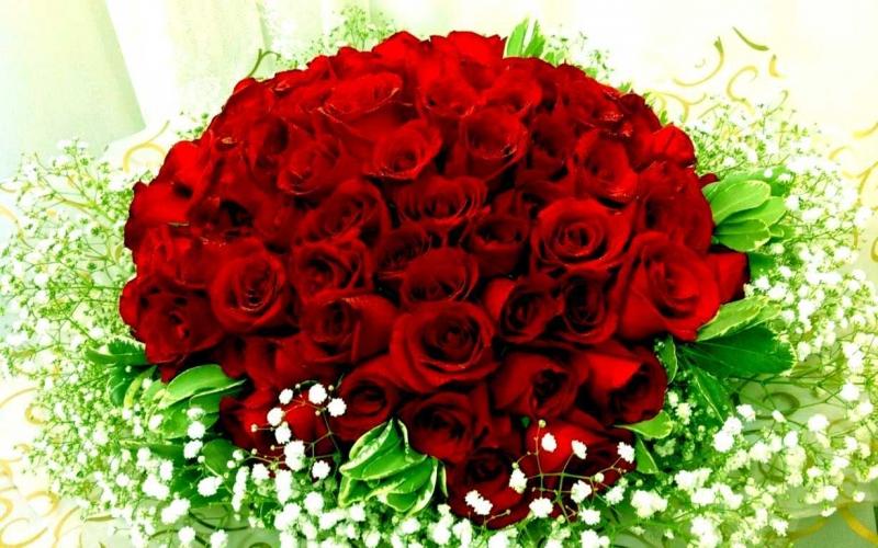 Một bó hoa tươi thắm và những lời chúc ngọt ngào sẽ làm nàng thích mê cho xem!