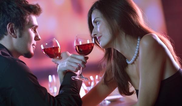 Một bữa tối lãng mạn sẽ làm nàng thấy bạn thật ngọt ngào.