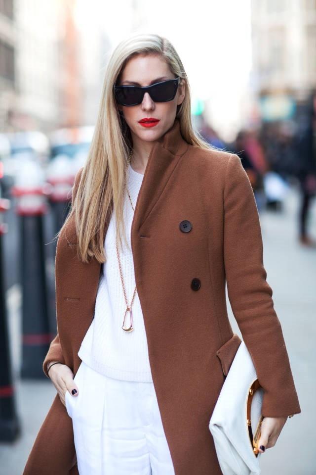 Phụ nữ tuổi 30 nên có một chiếc áo khoác