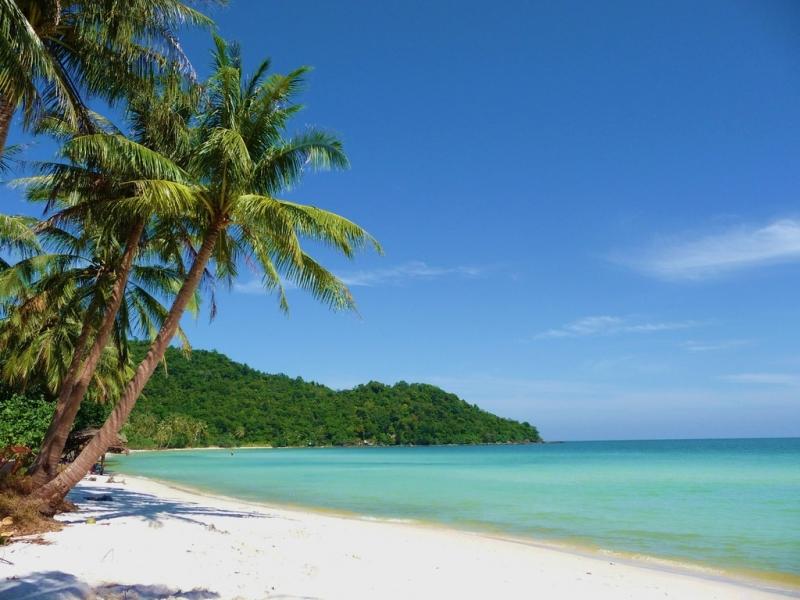 Đảo Phú Quốc với những bãi cát trắng mịn trải dài