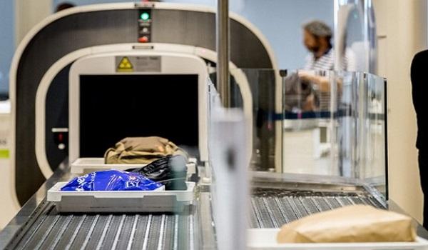 Máy soi tia X ở sân bay
