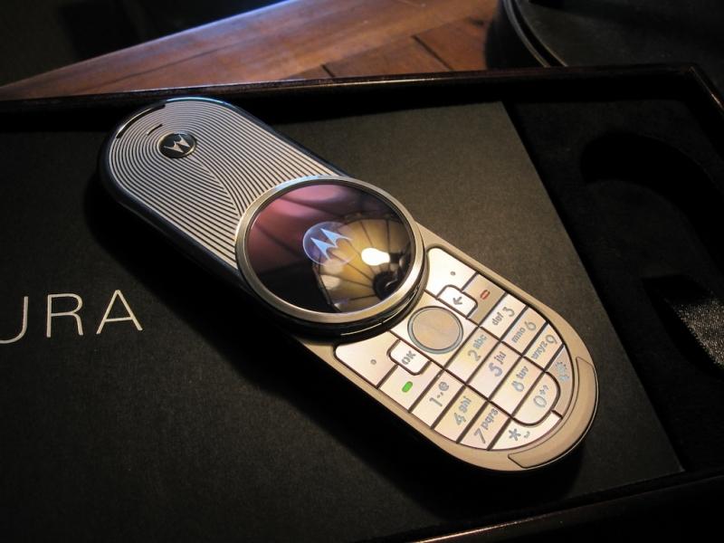 Motorola AURA được xếp ở phân khúc điện thoại siêu sang với mức giá lên tới 2.000 USD