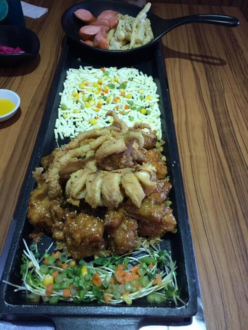 Món gà tại Mr. Kiss - Nhà Hàng Gà Hàn Quốc