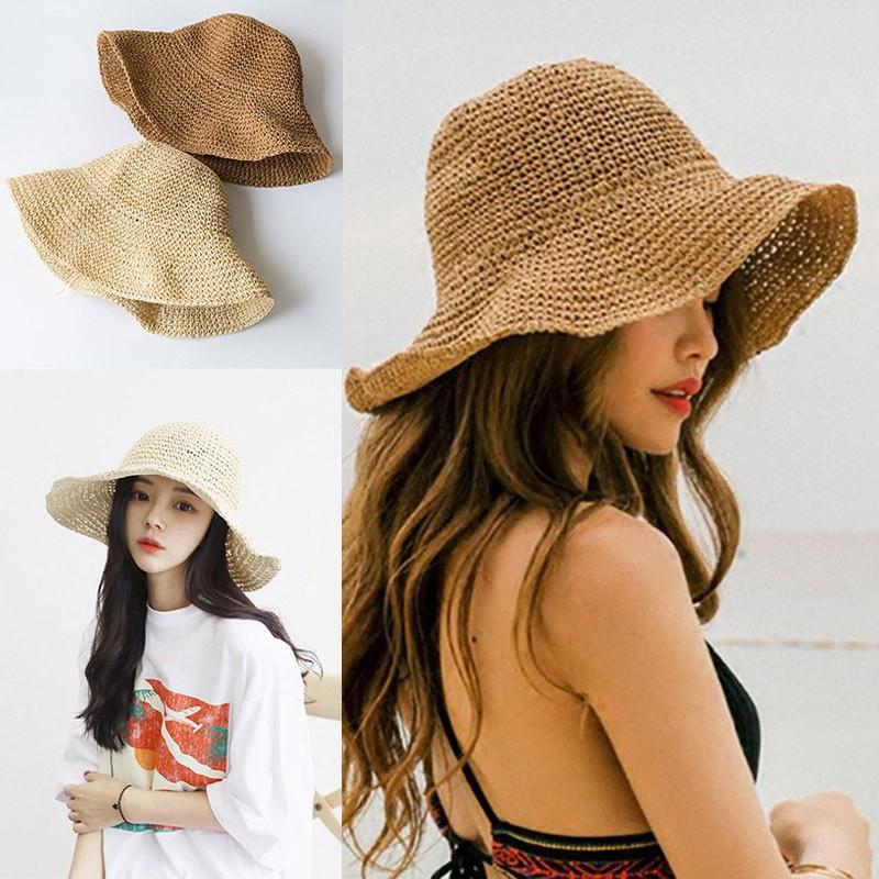Bạn nên mang theo một chiếc mũ rộng vành hoặc một chiếc mũ phớt nó có tác dụng bảo vệ bạn khỏi ánh nắng chói chang