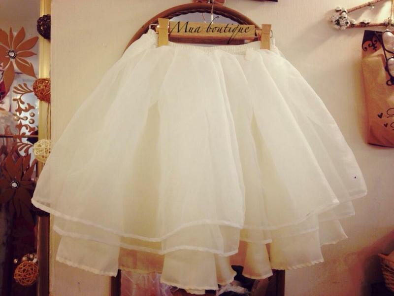 Nếu bạn muốn tìm kiếm váy tutu xếp tầng lạ mắt hơn xíu thì hãy tham khảo Mưa Boutique nhé.