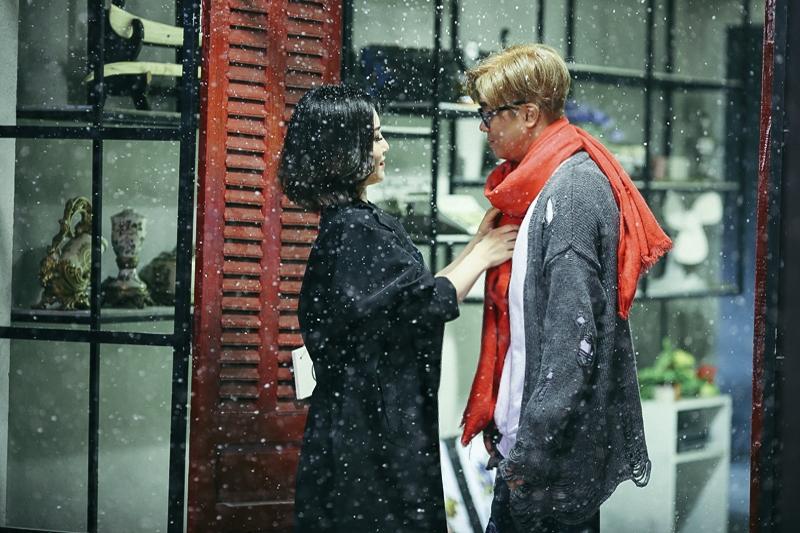 Hương Tràm và Bùi Anh Tuấn cùng cảnh quay dưới tuyết