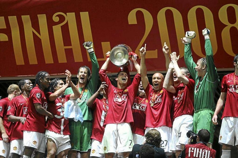 Ronaldo nâng cao chiếc cúp vô địch C1 với Manchester United