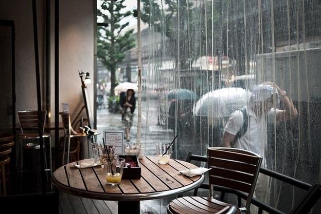 Cà phê ngắm mưa Đà Lạt (nguồn: dulich.vnexpress.net)