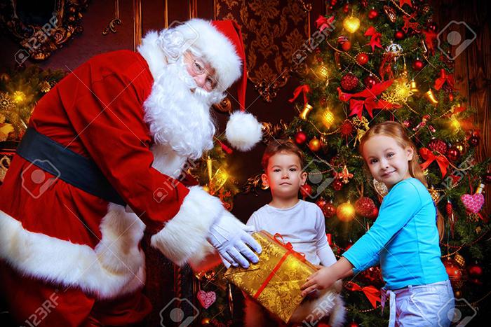 Nếu có thể hóa thân thành ông già noel đi tặng quà cho trẻ em nghèo thì thật tuyệt vời.