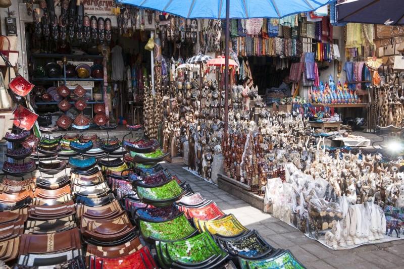 Bạn cứ thoải mái mua sắm tại các khu chợ nổi tiếng