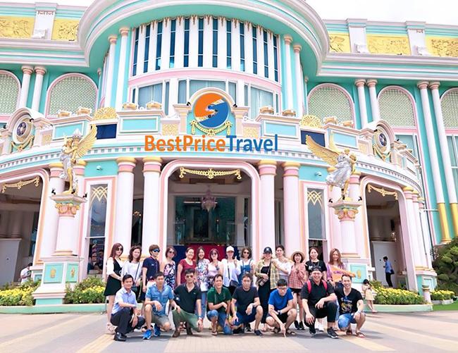 Đoàn khách đi tour du lịch Thái Lan của BestPrice