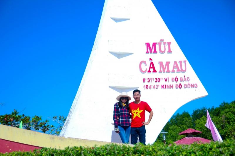Mũi Cà Mau cách thành phố 20 km đường sông.