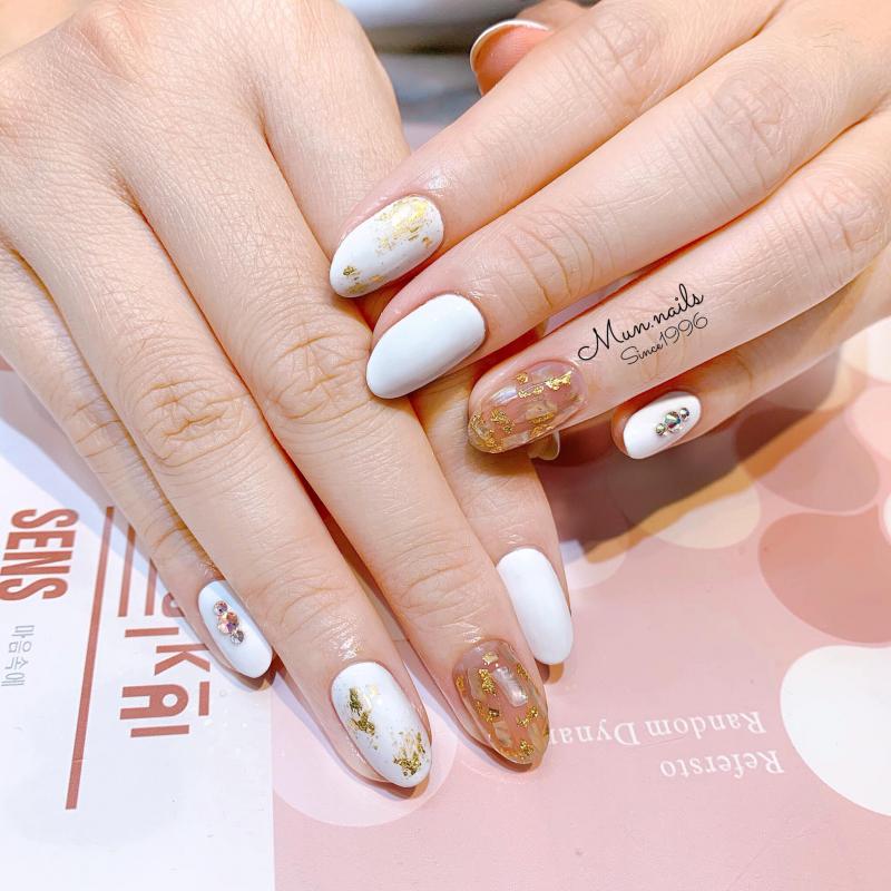 Mun Nails