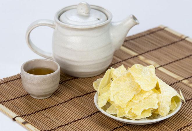 Thói quen nhâm nhi một tách trà cùng với bánh mứt vào buổi sáng đầu xuân, đã trở thành một phong tục quen thuộc trong đại đa số gia đình Việt mỗi dịp Tết đến.