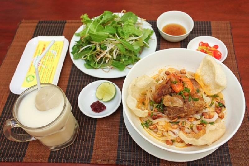 Quang noodles in Ba Mua - specialties in Quang Nam - Da Nang