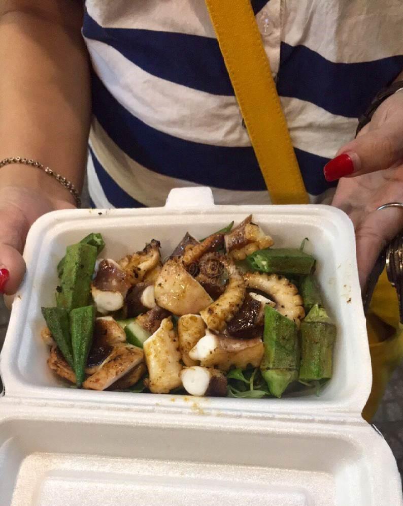 Bạch tuộc nướng ăn cùng đậu bắp
