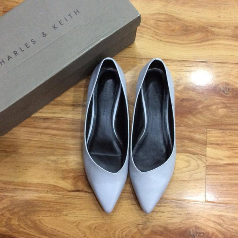 Giày Charles & Keith 450.000 đồng.