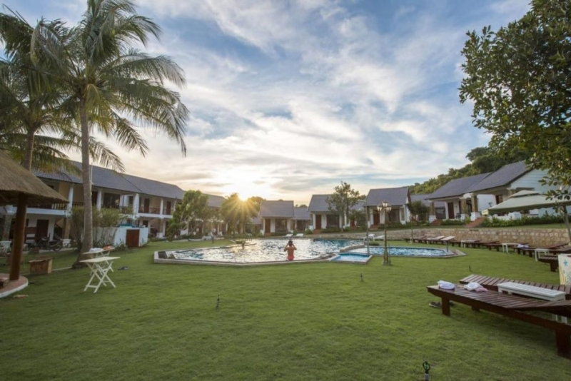 Hồ bơi của resort đẹp ở Phú Quốc này là nơi bạn có thể vừa thư giãn, vừa có được những bức ảnh xinh lung linh