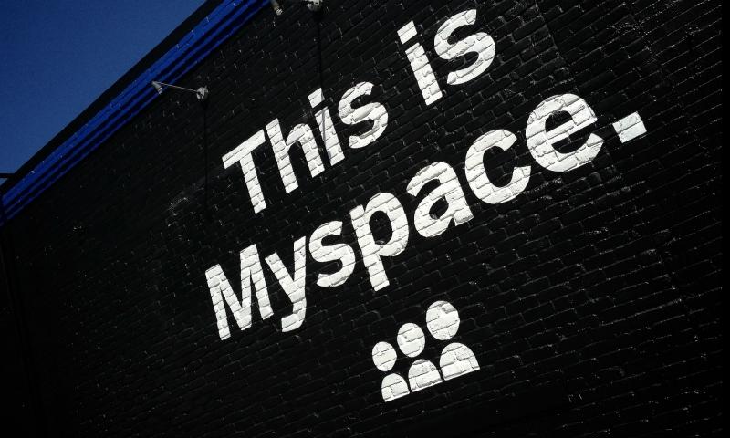 Myspace đã bị Facebook vượt mặt vào năm 2008 và tuột dốc cho đến nay