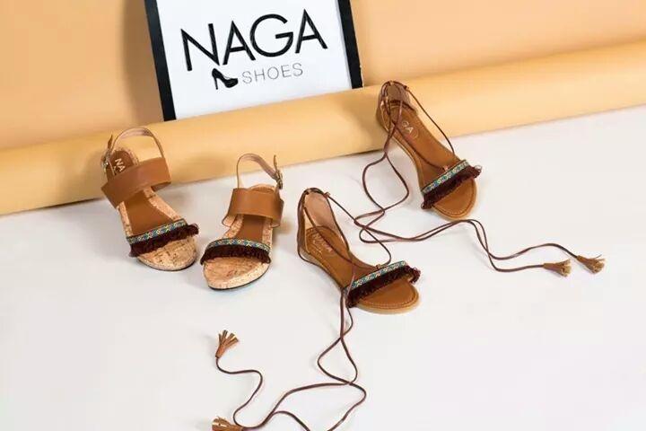 Sandal cột dây tôn lên dáng vẻ dịu dàng của đôi chân bạn
