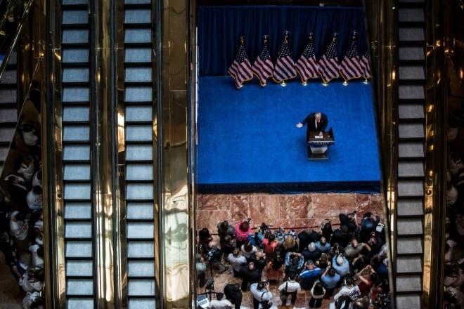 Năm 2015: Donald Trump tuyên bố tranh cử tổng thống Mỹ