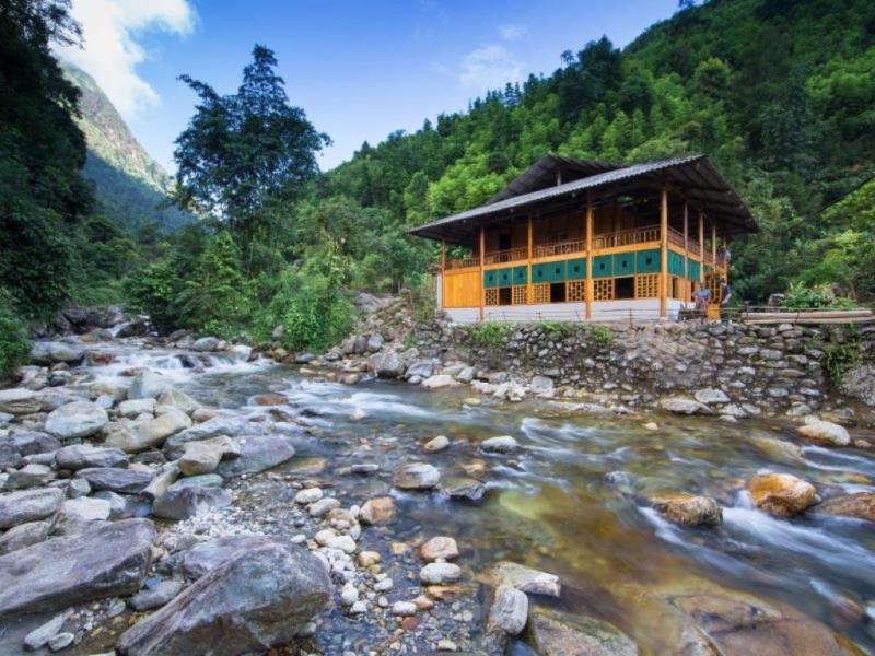 Nam Cang Riverside Lodge - một homestay mang kiến trúc hiện đại ở làng Nam Cang.