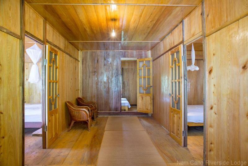 Tổng thể ngôi nhà được làm bằng gỗ, một thứ gỗ đặc biệt tỏa ra mùi thơm dìu dịu