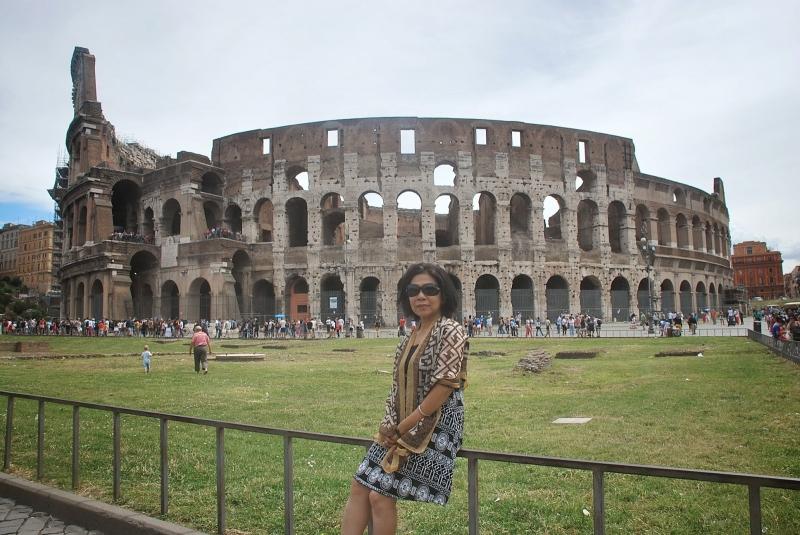 Bên ngoài đấu trường La Mã