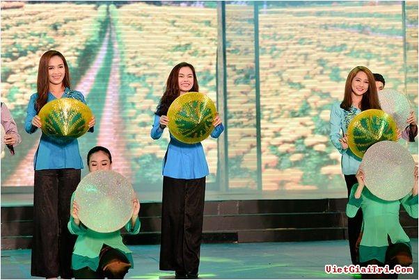 Những mẫu áo bà ba được sử dụng trong các buổi biểu diễn