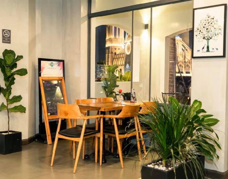 Nam Phương Bistro & Café
