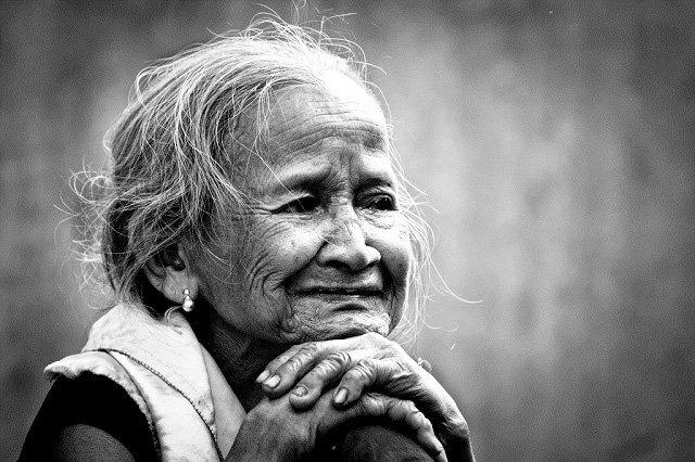 Mẹ là người mang ánh nắng ấm áp sưởi ấm cuộc đời con