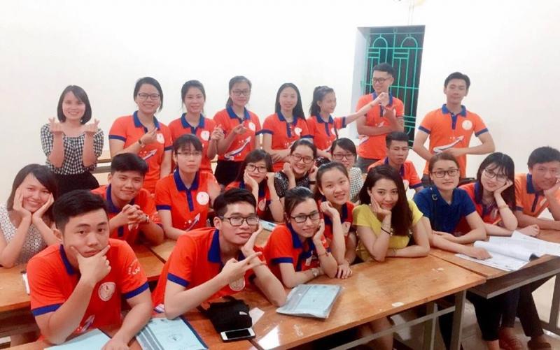 các bạn và cô giáo ở Trung tâm NAPO