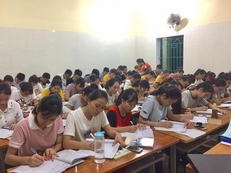 Các bạn K10 học hành chăm chỉ