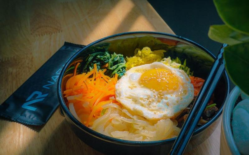 Cơm trộn thịt bò của quán Narae chứa nhiều thành tốt cho sức khỏe