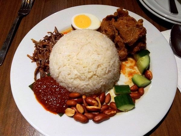 Nasi Lemak còn được gọi là cơm dừa truyền thống