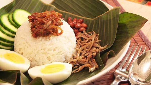 Nasi Lemak - Béo ngậy món cơm truyền thống Malaysia