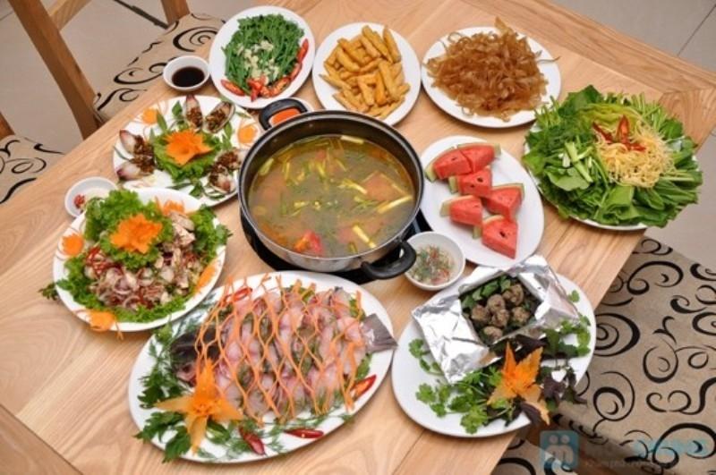 Bàn tiệc hấp dẫn do dịch vụ nấu cỗ Minh Hân đảm nhiệm