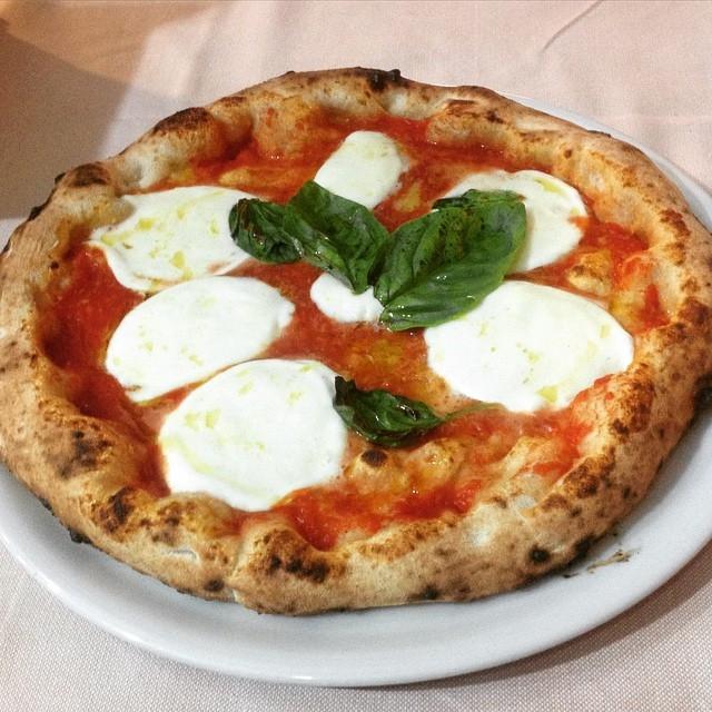 Chính người Italia cũng có nhiều biến thể từ Pizza truyền thống.