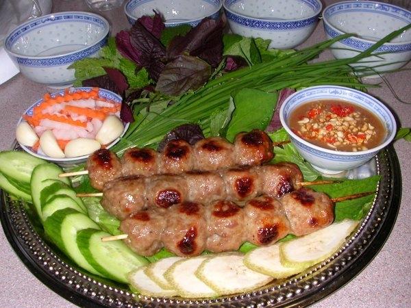 Nem nướng Ninh Hòa nổi tiếng ở Nha Trang.