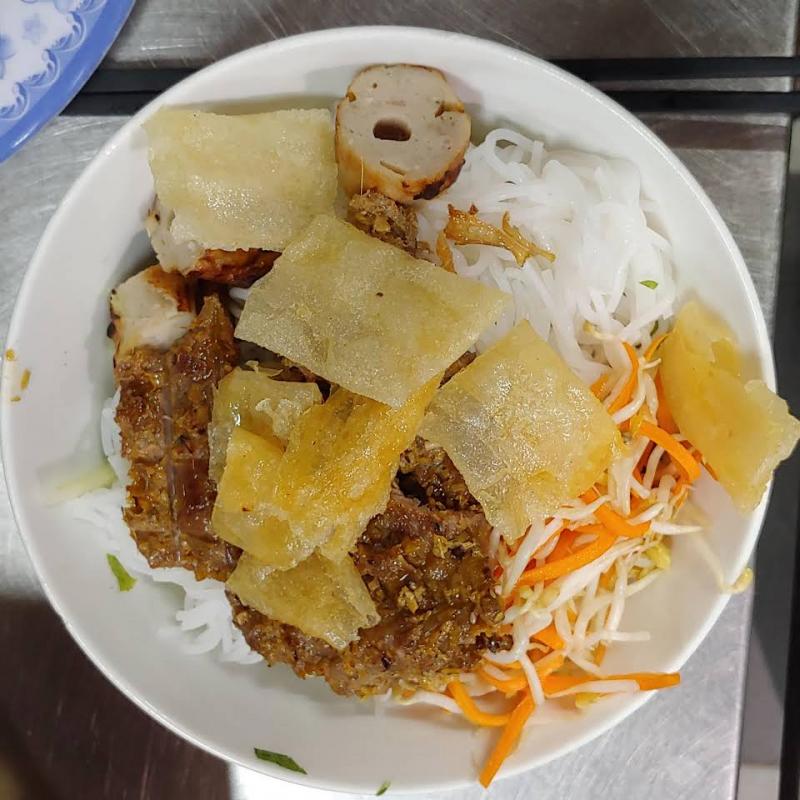 Món nem nướng tại 92 Nguyễn Công Trứ luôn biết cách hấp dẫn các thực khách gần xa