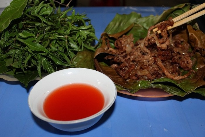 Nem nướng Hữu Lũng là món ăn chơi đặc sản của Lạng Sơn