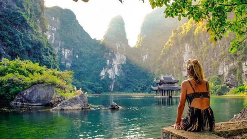 Thời điểm lập xuân là thời gian bạn có thể du lịch đến Ninh Bình thuận lợi nhất.