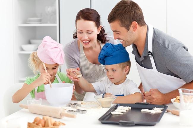 Cả gia đình cùng nấu ăn