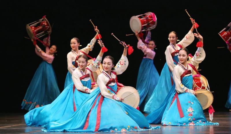 Nền văn hóa đa dạng và một cuộc sống vô cùng hiện đại, năng động